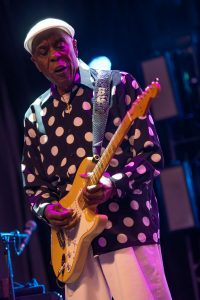 Buddy Guy loving Ottawa - Photo : Sean Sisk